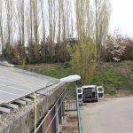 schoonmaken zonnepanelen op boeren stal dak