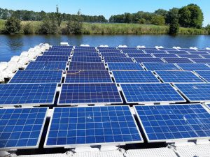 reinigen drijvende zonnepanelen