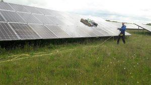 reinigen zonnepark met robot