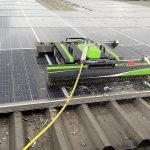 zonnepanelen reinigen met veel vervuiling van meeuwen